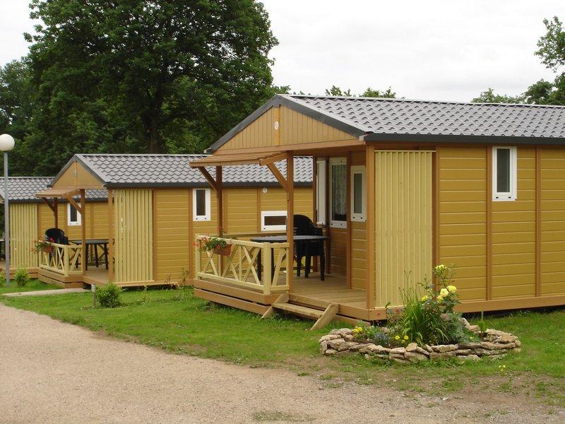 Châlet avec terrasse couverte, pour 5 personnes dont 4 adultes maxi.